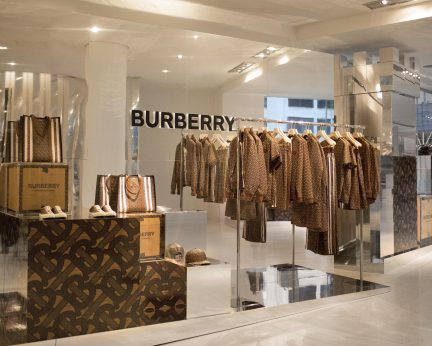 Burberry takes over the iconic Holt Renfrew Skybridge to celebrate the new Thomas Burberry Monogram collection.