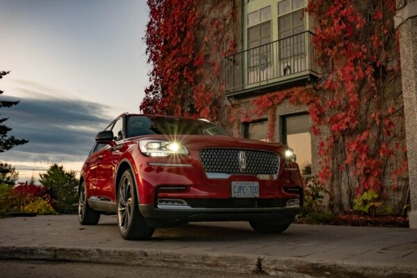 Lincoln's New Aviator Chooses Serenity over Performance